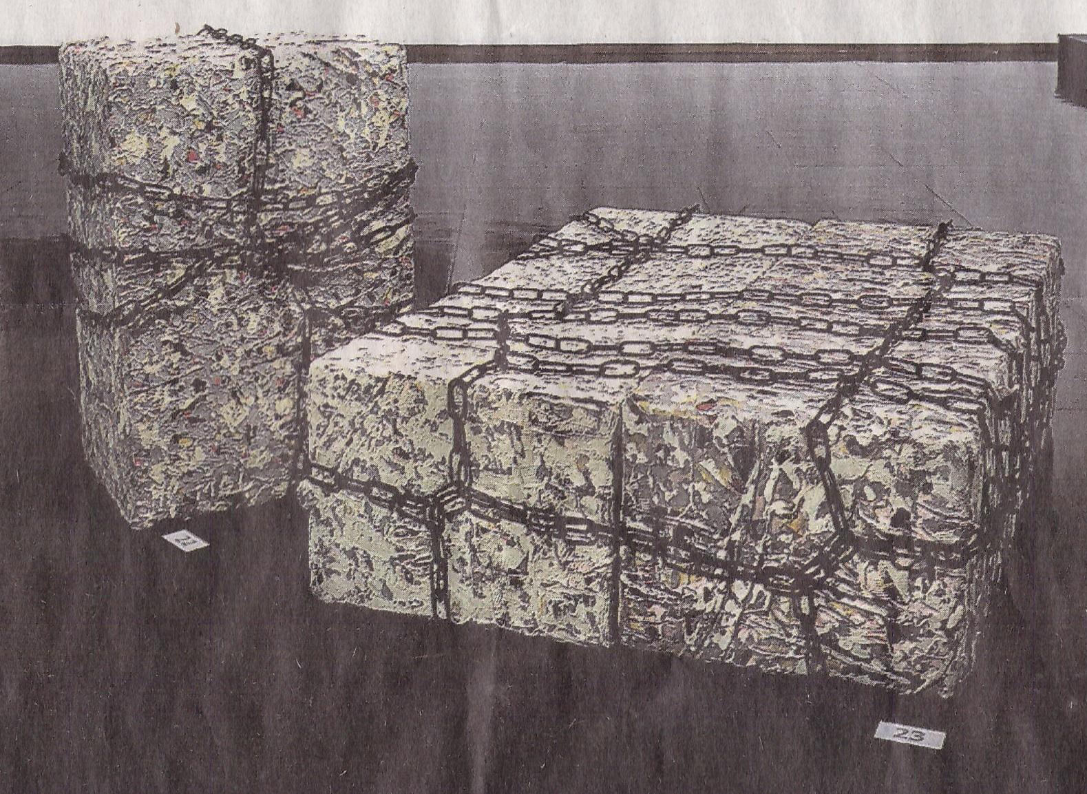"""Maire Laasanens """"Fängslad"""" och """"Fängslade"""" är ett par av de verk som ställs ut i Österbottens museum."""